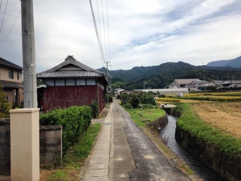 De plattelandswegen tussen de 1e tempels