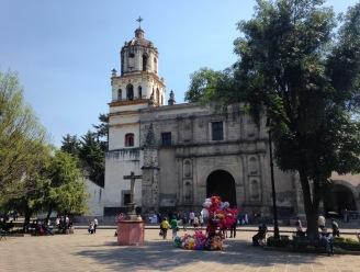In Coyoacan: de Parroquia de San Juan Bautista aan Plaza Hidalgo