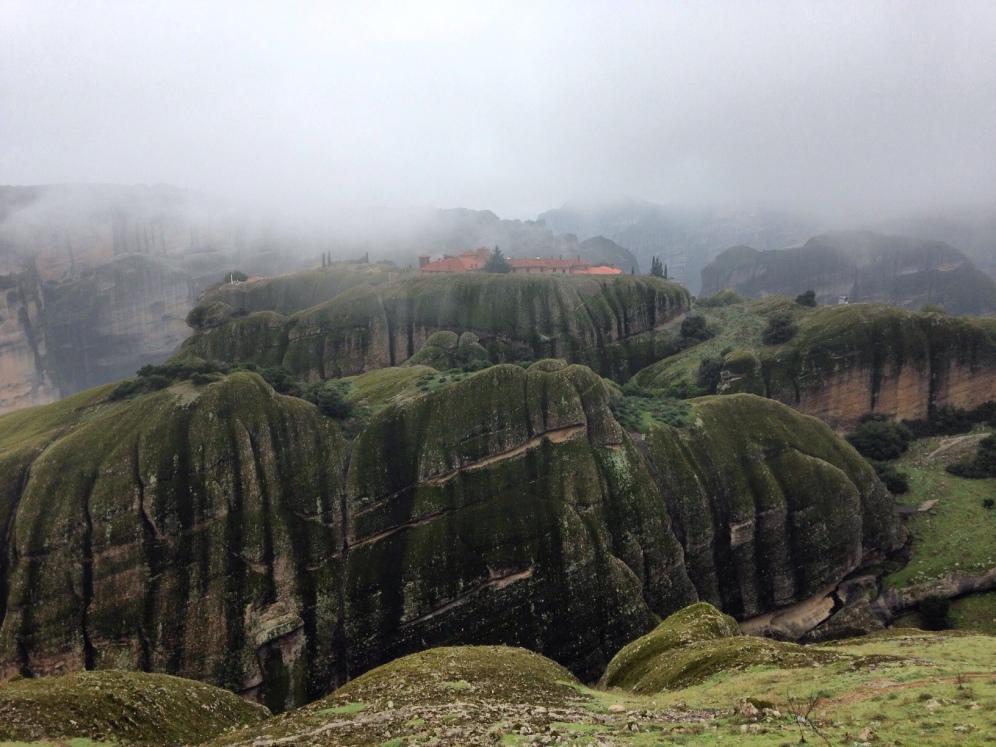 Mijn favoriet: Het Varlaäm klooster kleurt het landschap in de dichte mist