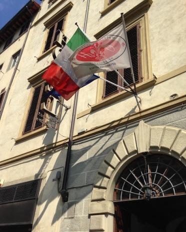 De Italiaanse vlag wappert trots aan de gevels