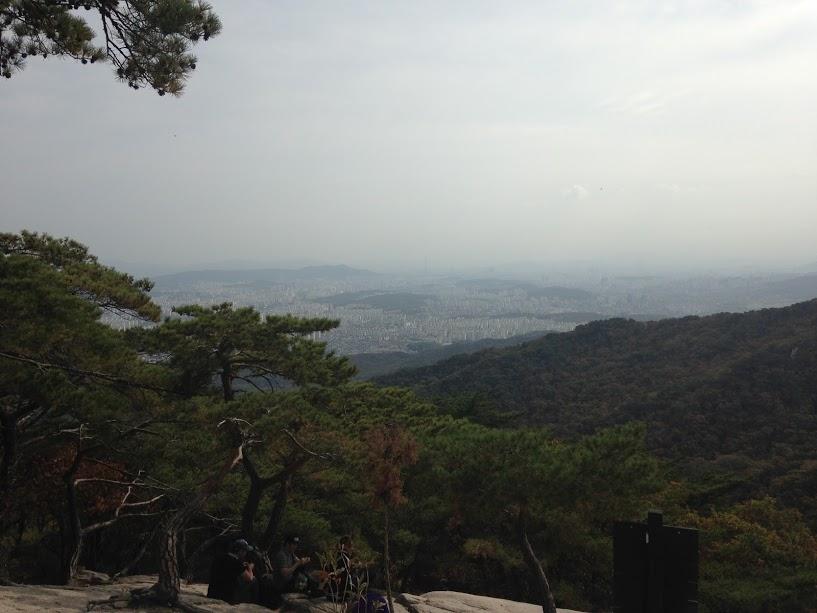 Uitzicht vanaf het groen rondom Seoul