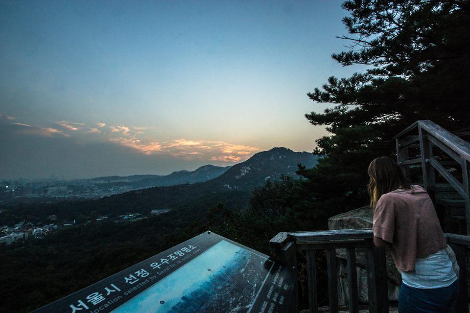 Uitzicht met zonsondergang over Seoul