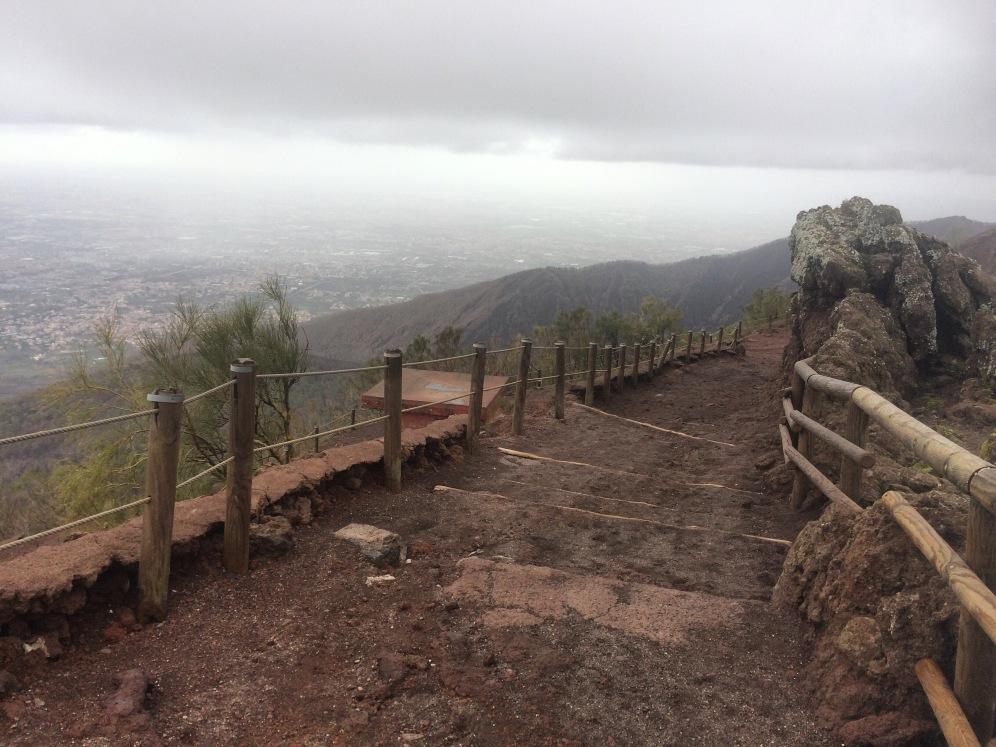 Het pad op de vulkaan
