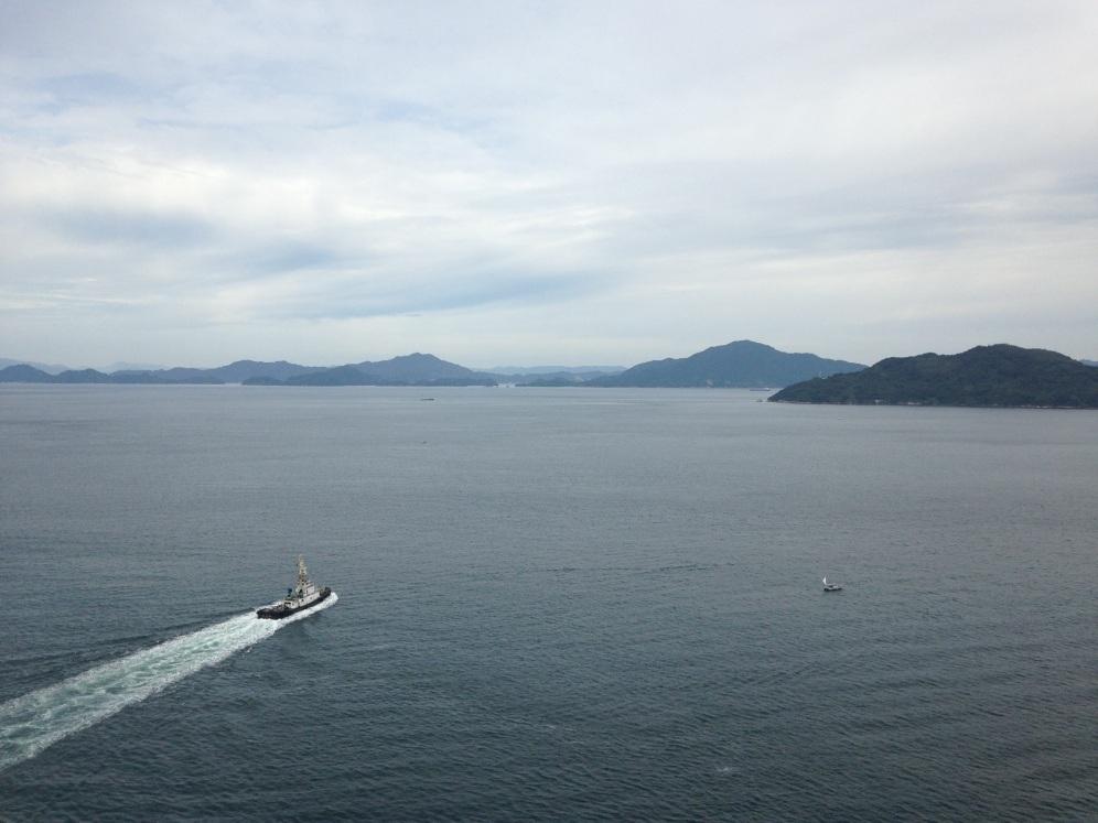 Een bootje op weg naar een van de eilanden
